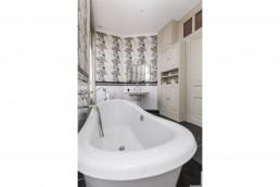 Robinetterie Margot style victorien pour cette salle d'eau rénovée à Toulouse, par Imagine Conception