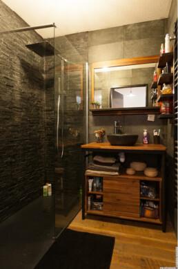 Rénovation de salle d'eau dans un appartement toulousain, style moderne par Imagine Conception