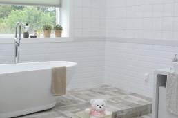 Relooking d'une salle de bain, rénovation de l'espace bain.
