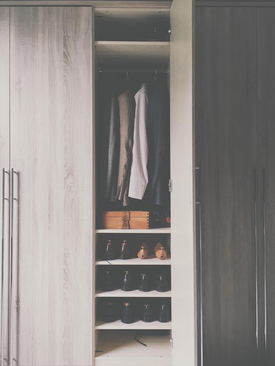 Rangement Vetement Pour Petite Chambre comment optimiser les rangements dans une petite chambre